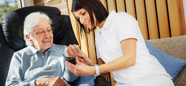 Maintenir une personne âgée à domicile tout en assurant sa santé et son intégrité physique